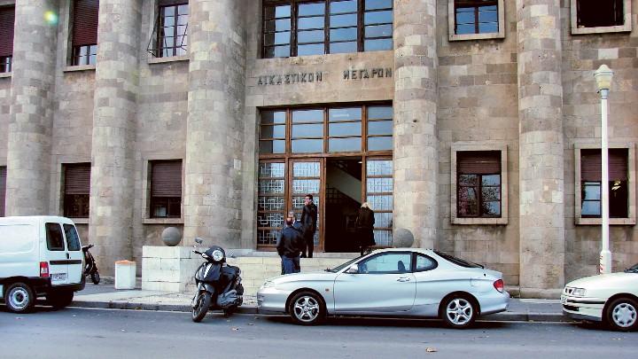 Φυλάκιση ενός έτους σε επιχειρηματία ο οποίος άνοιξε το κατάστημά του στη Ρόδο
