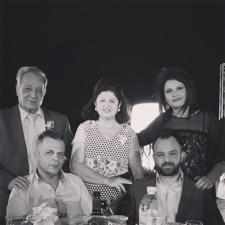Από αριστερά: o Νικόλαος Παστρικός, η σύζυγός του Σταυρωσία, η κόρη του Ειρήνη και κάτω οι δύο γιοι του Αντώνης και Κων/νος