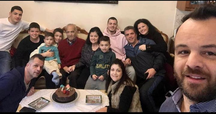 Ο Νικόλαος Παστρικός, πρόσφατα στα γενέθλιά του με τη σύζυγΟ Νικόλαος Παστρικός, πρόσφατα στα γενέθλιά του με τη σύζυγο, τα παιδιά και τα εγγόνια του!ο, τα παιδιά και τα εγγόνια του!