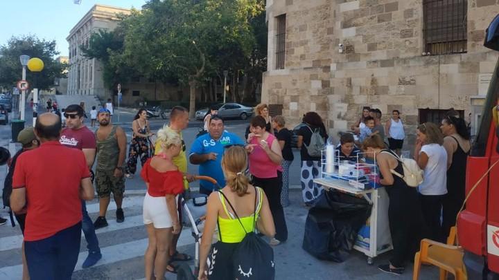 Παγωτό στο κέντρο της Ρόδου μοίρασε δωρεάν η οικογένεια Σιέχ