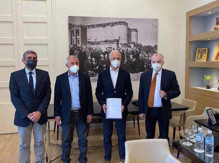 H υπογραφή της σύμβασης την περασμένη Παρασκευή παρουσία του δημάρχου Ρόδου