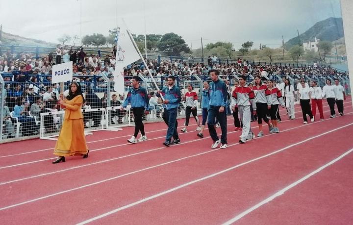 Από την τελετή έναρξης των Αιγαιοπελαγίτικων Αγώνων Στίβου το 2002, τότε που το στάδιο Καρπάθου ήταν ένα στολίδι