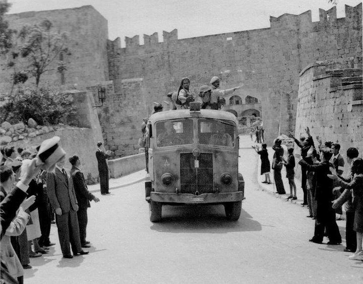 9 Μαΐου 1945:  Θερμή υποδοχή των ελευθερωτών στη Ρόδο
